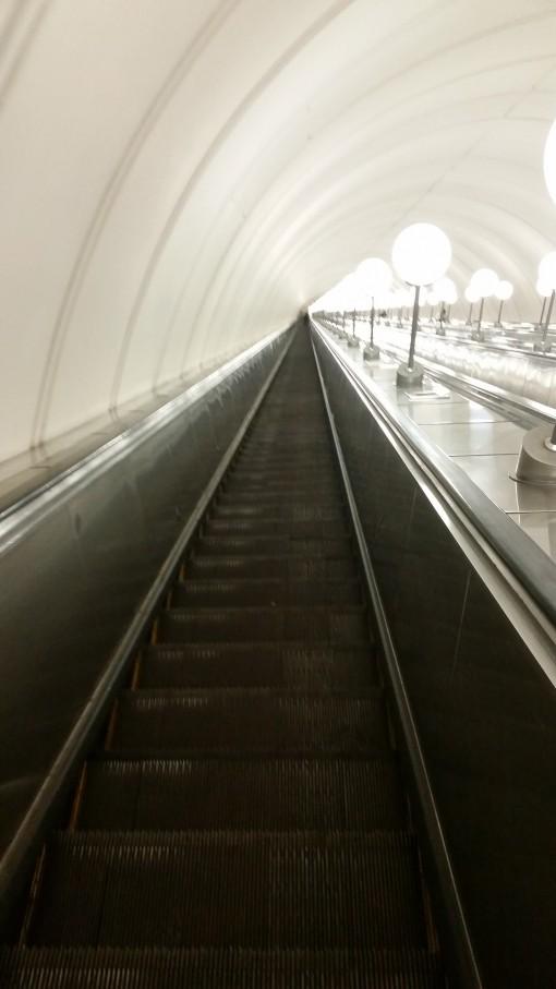 Moskova Metro uzun yürüyen merdiven